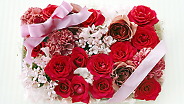 Красные розы и лента