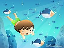 Девочка плавает с рыбами