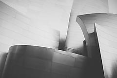 Черно-белый хайтек