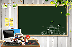 Школьная меловая доска и стол учителя