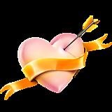 Розовое сердце с лентой и стрелой